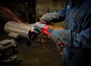 m18-fuel-braking-grinder-man-cleaning-end-of-pipe