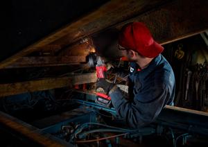 m18-fuel-braking-grinder---man-using-by-steel-roof-girders
